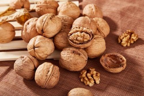 Beneficiile nucilor pentru stomac când sunt consumate în stare crudă