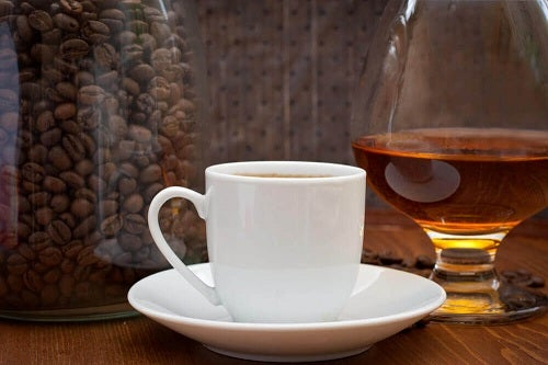 Cafea pe lista de alimente care cresc nivelul acidului uric