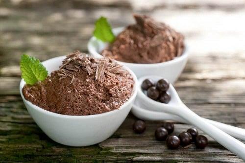 Ciocolată inclusă în deserturi sărace în calorii