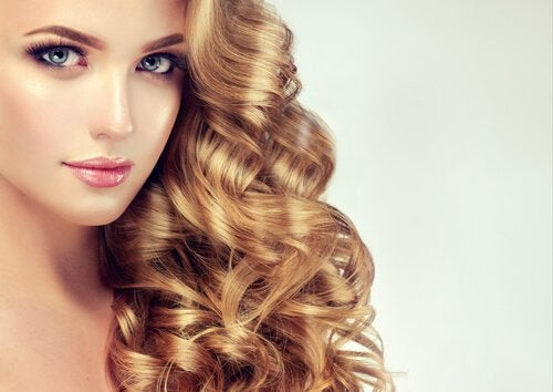 Coafuri pentru părul creț în valuri