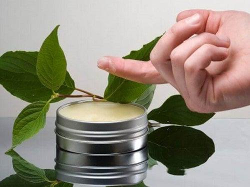 Cremă mentolată pe lista de remedii naturale pentru durerea de umăr