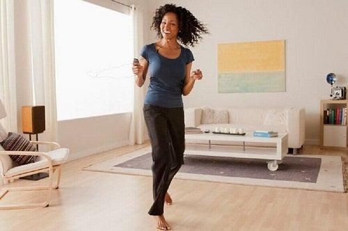Dansul pe lista de exerciții care accelerează metabolismul