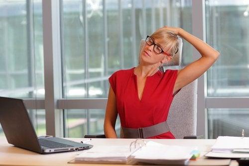 Exerciții pentru reducerea durerii cervicale la serviciu