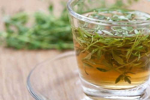 Întărirea sistemului imunitar printre beneficiile ceaiului de cimbru