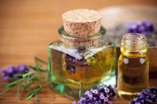Lavanda pe lista de remedii împotriva mirosului neplăcut al picioarelor