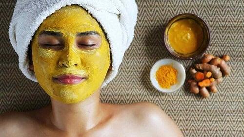 Mască pentru a elimina cicatricile lăsate de acnee