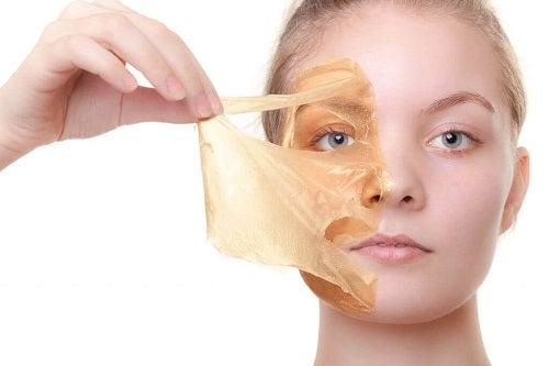 Măști cu ou pentru înfrumusețarea pielii și tonifiere
