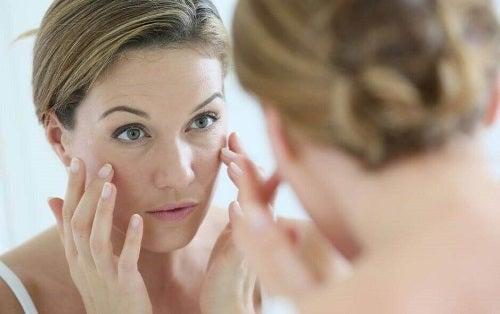 6 obiceiuri proaste care te îmbătrânesc prematur