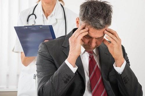 Pacient descoperind cauze ale diferitelor tipuri de dureri de cap