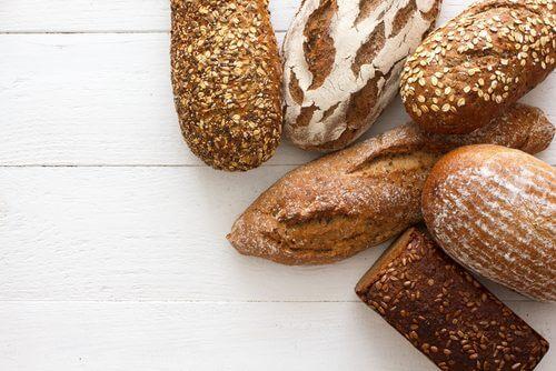 Painea albă sau pâinea integrală disponibilă în magazine