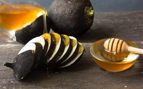 Petele maronii de pe mâini tratate cu miere