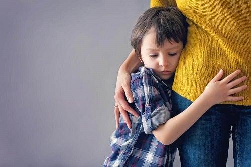 Răni emoționale din copilărie precum teama de abandon