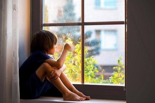 Răni emoționale din copilărie precum anxietatea de separare