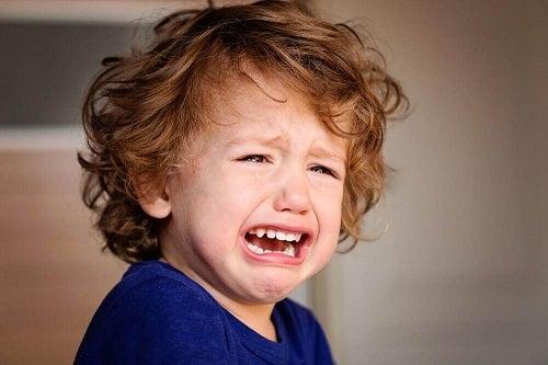 6 răni emoționale din copilărie care trebuie evitate