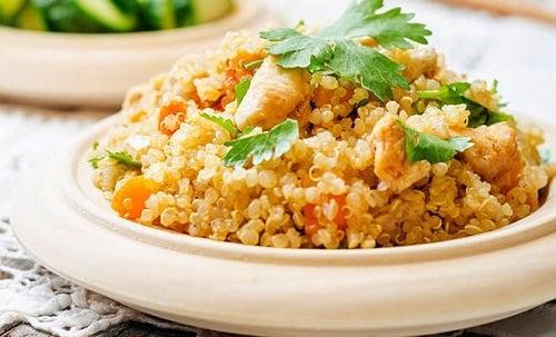 Rețete gustoase cu quinoa și pui