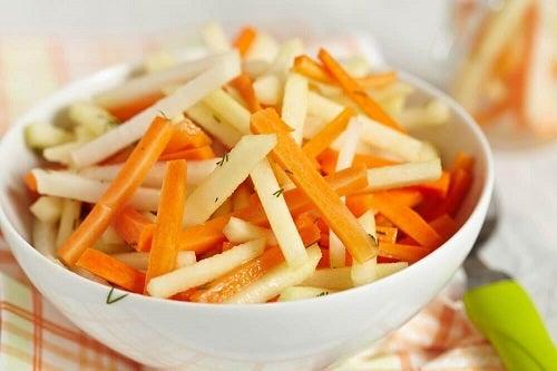 5 salate detoxifiante care curăță colonul