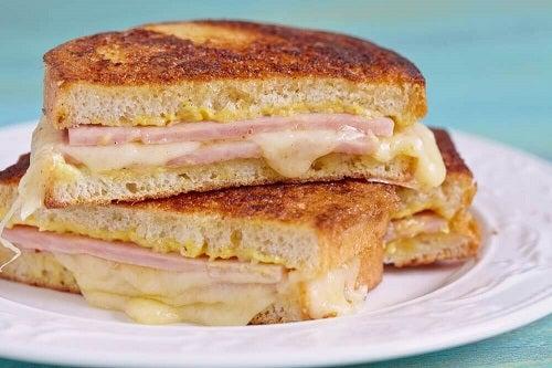 Cum să prepari un sandviș Monte Cristo delicios