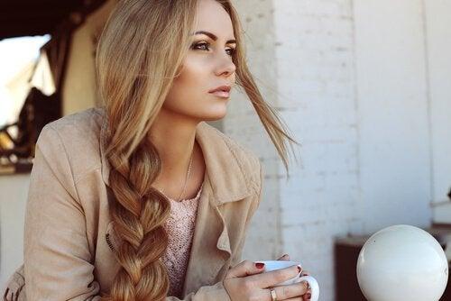 4 trucuri pentru un păr lung și sănătos