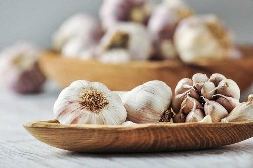 Usturoiul inclus pe lista de alimente care reglează tensiunea arterială
