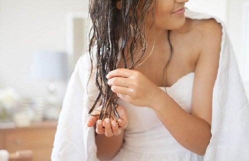 Utilizări cosmetice ale uleiului de cocos în îngrijirea părului