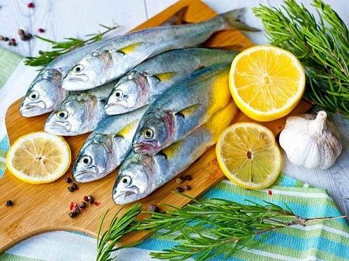 Alimente care stimulează producția de colagen precum peștele gras