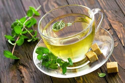 Băutură pentru activarea metabolismului cu ceai de mentă