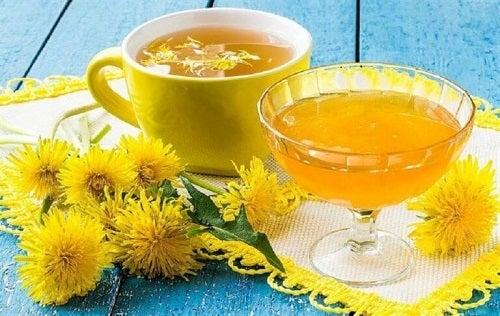 Beneficiile păpădiei pentru ficat când este consumată sub formă de ceai