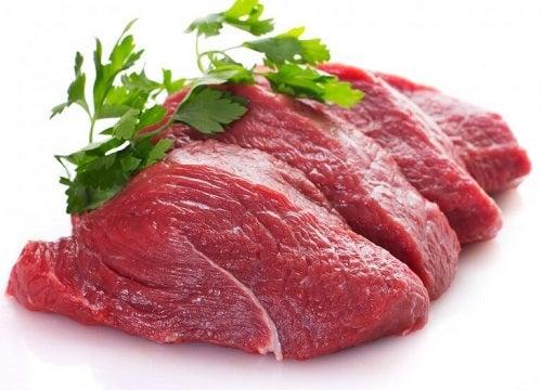 Carnea roșie pe lista de Alimente care îți îmbunătățesc dispoziția