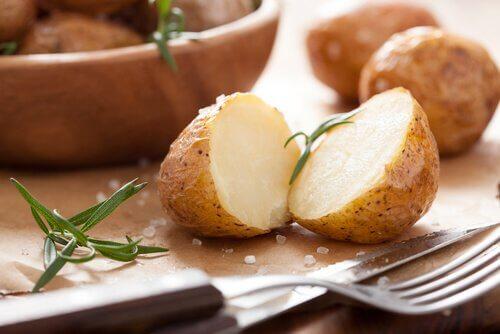 Cartofii copți pe lista de mâncăruri gustoase și sănătoase