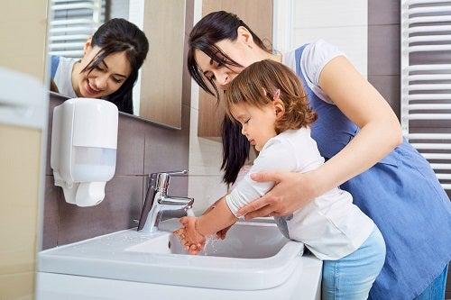 Ce este virusul coxsackie și cum poate fi prevenit cu o igienă corespunzătoare