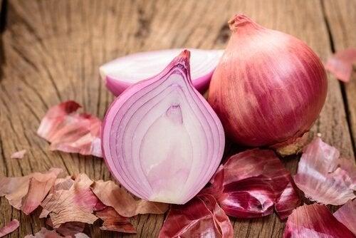 Ceapa pe lista de alimente care stimulează producția de colagen