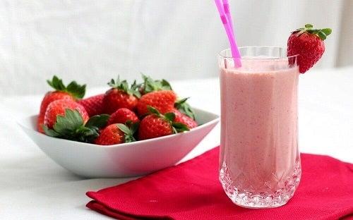 Cele mai bune băuturi afrodiziace cu căpșune