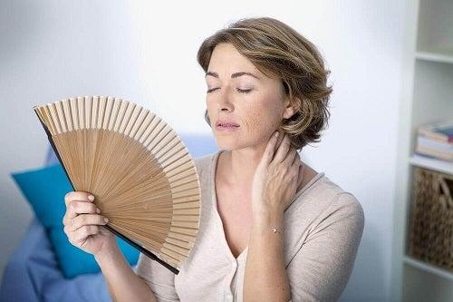 Combate simptomele menopauzei pentru a scăpa de bufeuri