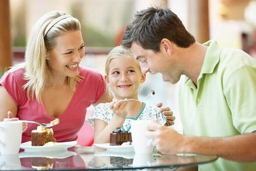 Copiii sunt reflexia părinților într-o familie fericită
