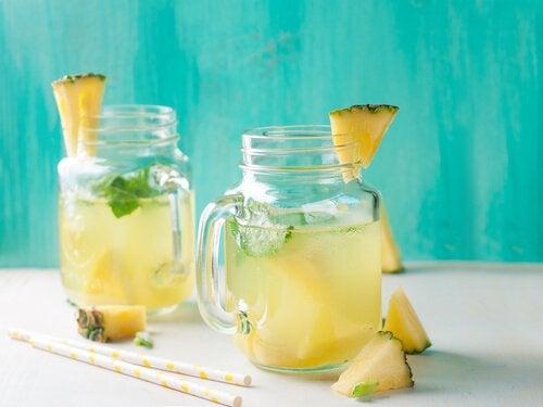 Creșterea în greutate la menopauză evitată cu suc de ananas