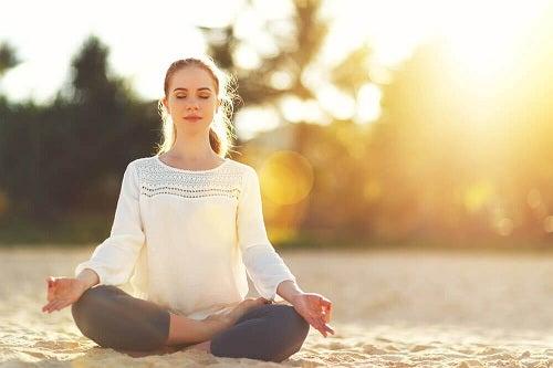 Cum să atragi energia pozitivă prin meditație