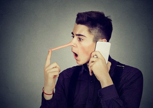 Cum să tratezi o persoană care te minte continuu