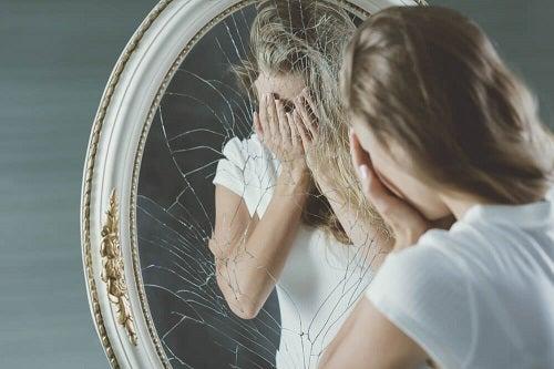 Cum să tratezi o persoană care te minte și care nu are încredere în sine