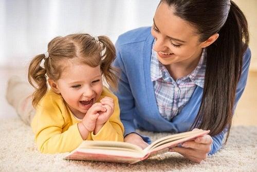 Cum se consolidează relația mamă-copil prin ajutorul oferit la teme