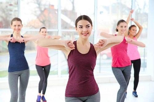 Dansul pe lista de exerciții pentru tonifierea picioarelor