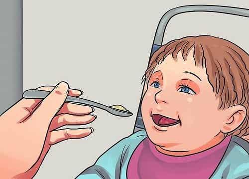 4 alimente periculoase pentru bebeluși