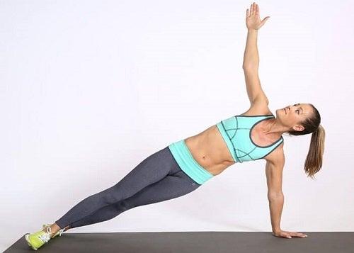 Exerciții fizice pentru șolduri pe care le poți face acasă