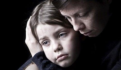 Gândirea negativă pe lista de efecte ale unei mame narcisiste