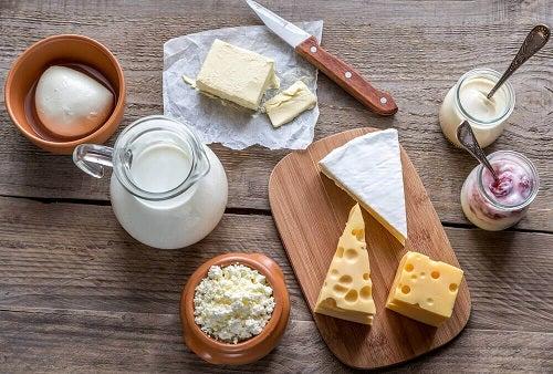 Lactatele sunt alimente care stimulează producția de colagen