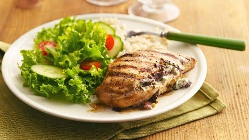 Mâncăruri gustoase și sănătoase precum pieptul de pui la grătar