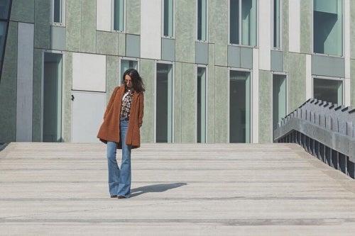 Moda blugilor evazați originară din anii '60