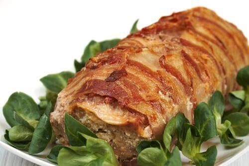 Moduri de a marina carnea pentru a pregăti ruladă