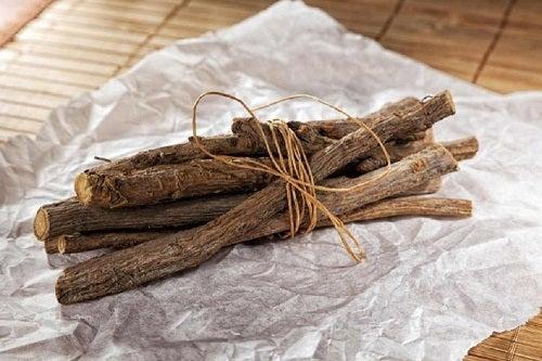 Plante medicinale împotriva tusei productive precum lemnul dulce
