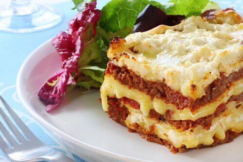 Prepară lasagna ușor cu ajutorul acestor două rețete