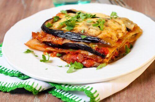 Prepară lasagna ușor cu legume